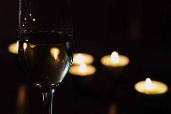 Un verre de vin et quelques bougies…
